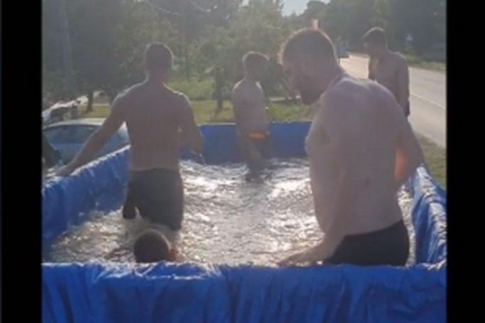Napravili bazen traktrska prikolica Novi Sad