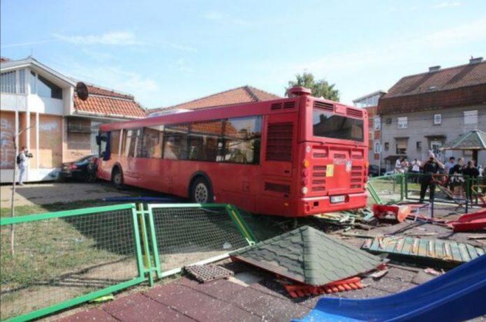 saobracajna nesreca autobus djeciji park povrijedjene osobe zemun