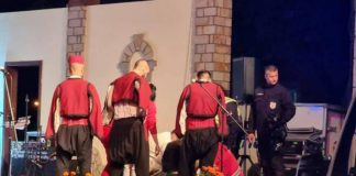 mladic preminuo folklorno drustvo nastup srbija