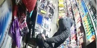 maskiraniu muskarac prijetnja oruzjem pljacka trgovina srebrenik